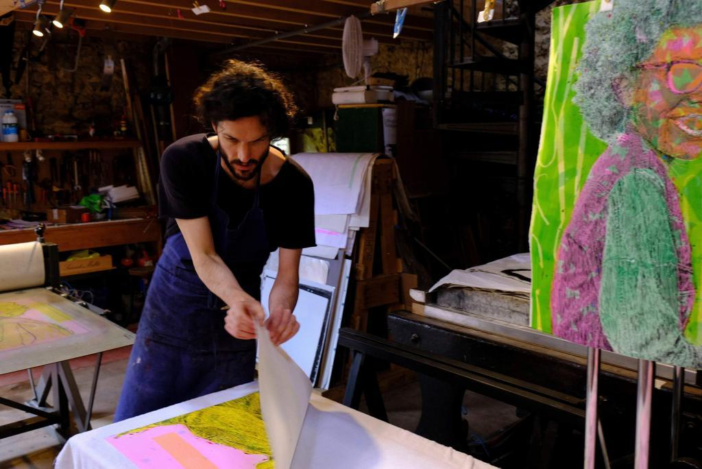 Niall Bingham working at the Atelier © Atelier le Grand Village