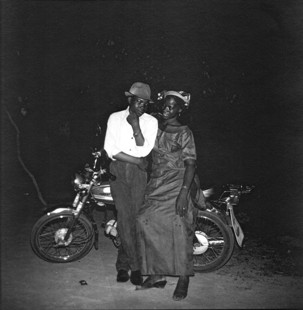 Mory Bamba Couple à la moto, circa 1960 Signed photograph 30 x 30 cm, courtesy  Collection Blachère. Photo credits Mory Bamba. a.
