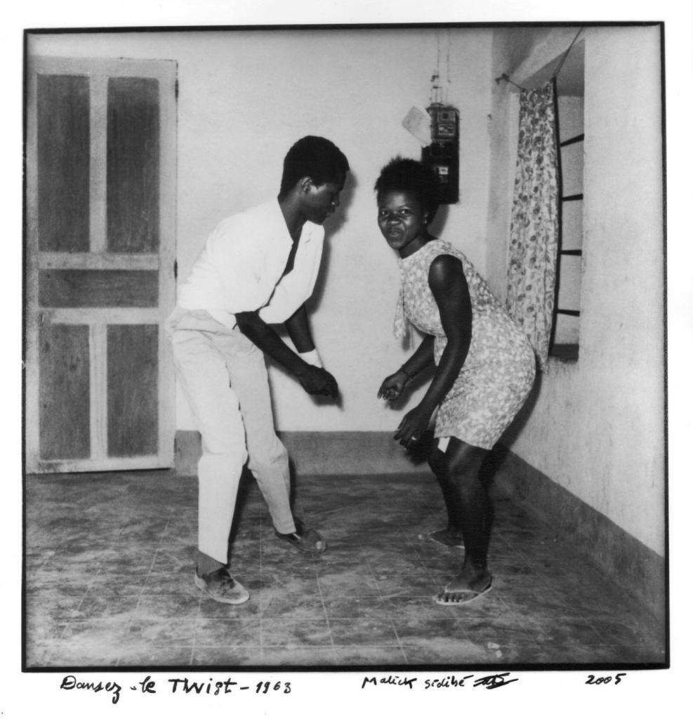 Malick Sidibé Dansez le twist, 1963 Argentic photograph 30.5 x 24 cm, courtesy Collection Blachère. Photo credit Malick Sidibé