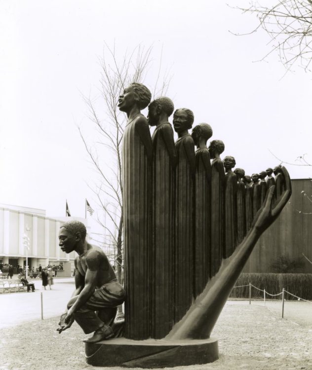 """""""Lift Every Voice and Sing"""" ou """"The Harp"""". Augusta Savage, New York World's Fair, 1939."""