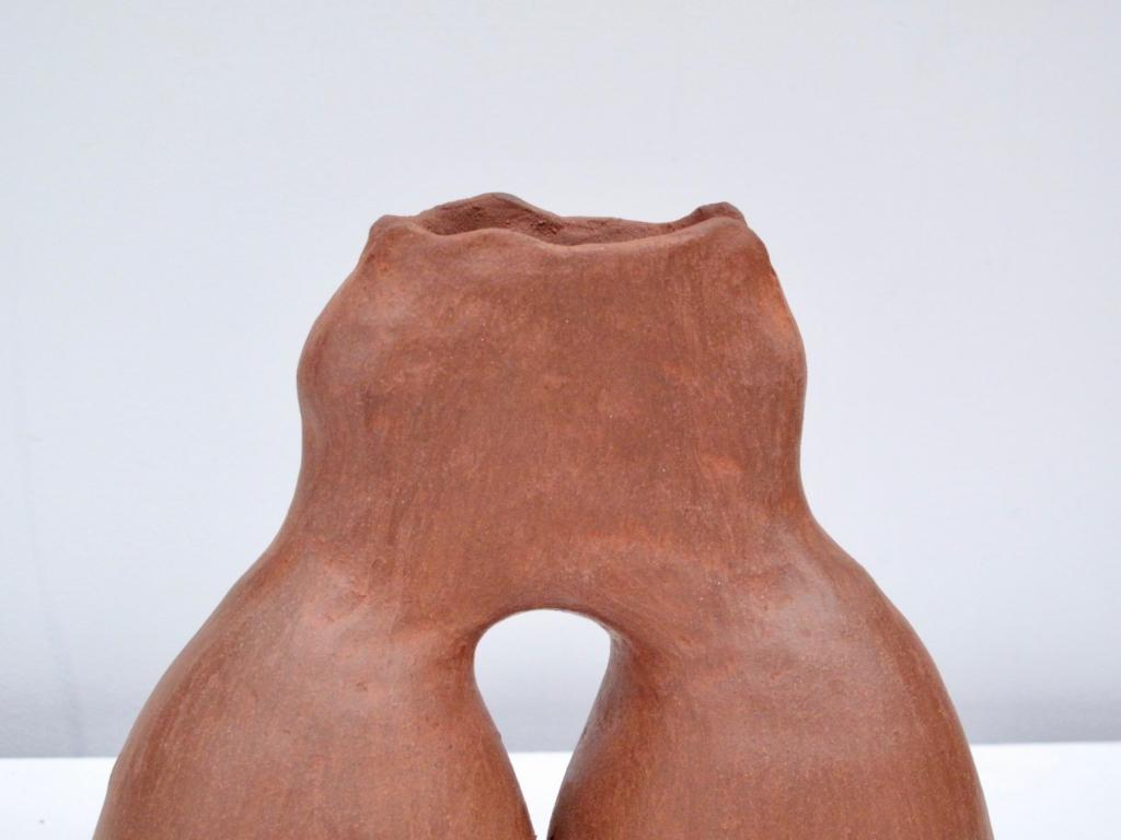 Céramique issue de la série Baney Clay par Bisila Noha. Disponible en exclusivité sur artskop.com